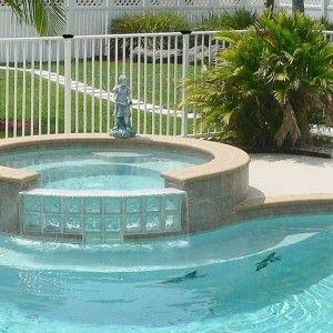 Barri re de piscine aluminium et verre ambiance ext rieure for Cloture fer forge pour piscine