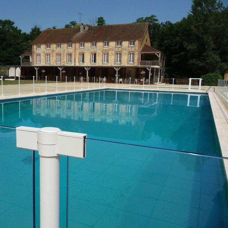 Barri re de piscine en aluminium et verre haut de gamme for Piscine ambiance