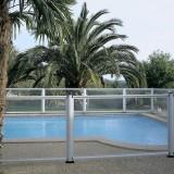 Barrière de piscine design en verre