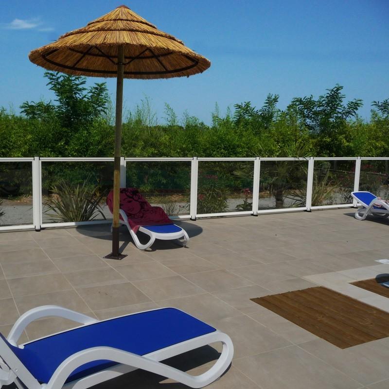 barri re piscine aluminium verre haut de gamme qualit. Black Bedroom Furniture Sets. Home Design Ideas