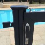 Détail portillon barrière piscine