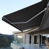 Store banne monobloc gris terrasse