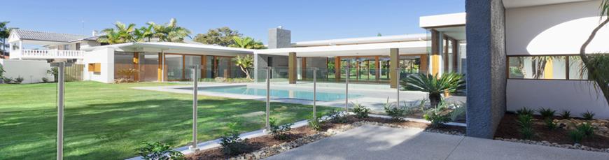 Barriere de piscine aluminium et verre trempé design
