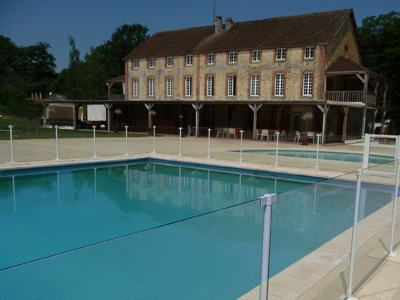 Cloture piscine scurit piscine cloture de scurit piscine for Cloture piscine verre