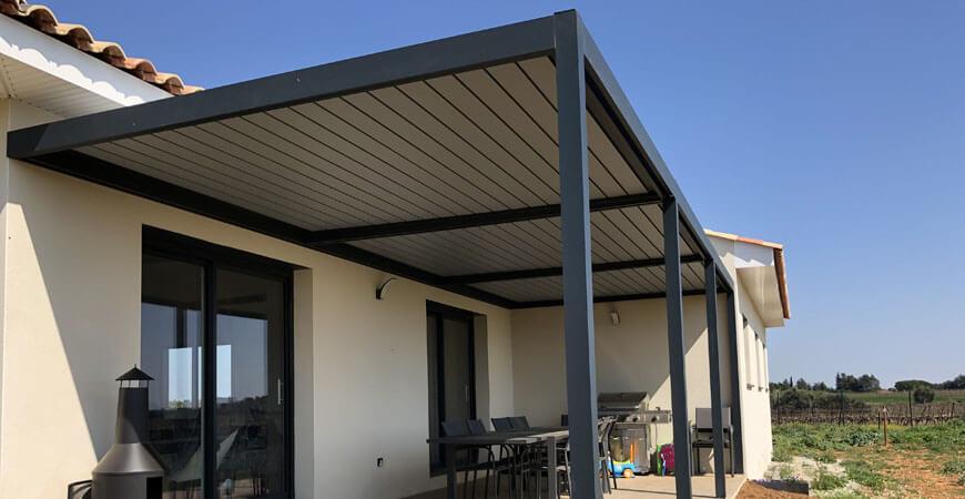 Tonnelle bioclimatique avec lames orientables en aluminium