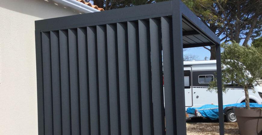 Pergola bioclimatique avec lames orientables en aluminium